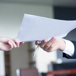 L'impossible transfert du contrat de travail du salarié sans papiers dû à l'irrégularité de son embauche
