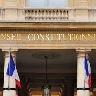 Le Conseil constitutionnel déclare inconstitutionnel l'article 5-2° de la loi relative à l'Etat d'urgence de 1955