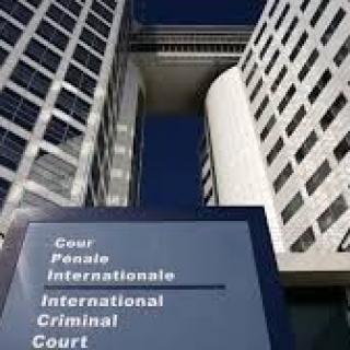 Reconnaissance de la qualité de réfugié et responsabilité pénale internationale